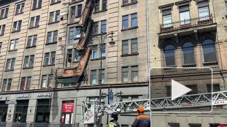 Власти Петербурга назвали  предполагаемую причину обрушения балконов на Кирочной