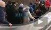 """На станции метро """"Василеостровская"""" женщина оказалась в плену у эскалатора"""