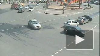 Катись колесом! ДТП на площади Восстания