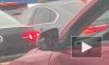Занятой петербуржец брился за рулем (видео)