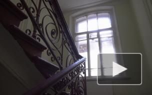 Сохранить нельзя заменить: жители исторического дома поругались из-за окон в парадной