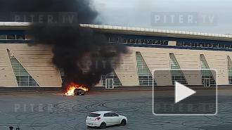 """Петербуржец устроил """"огненный дрифт"""" возле """"Сибур Арены"""""""