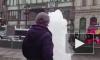 В центре Невского забил мощный фонтан и затопило переход