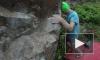 Мастер своего дела: скалолаз качает пальцы на границе с Финляндией