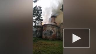 Российская церковь загорелась после удара молнии