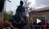 В сквере на Молдагуловой установили памятник Герою Советского союза