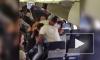 Задиристое видео из США: пассажиры в самолете устроили драку из-за места