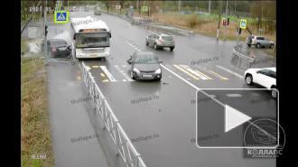 Момент жесткой аварии с автобусом в Красном Селе попал на видео