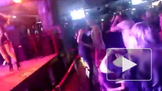 В Красноярске мама отплясывала в ночном клубе с маленькой дочкой