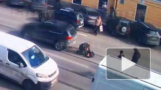 """Автомобилист в военной форме сбил пешехода на """"зебре"""" в Петербурге"""