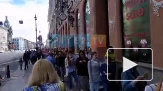 Петербуржцы объяснили, зачем стоят в больших очередях в магазины