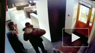 В Петербурге задержали агрессивного клиента кафе, избившего официантку