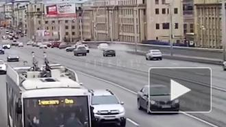 На мосту Александра Невского произошло массовое ДТП