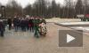 В День снятия блокады Ленинграда на Серафимовском кладбище возложили цветы