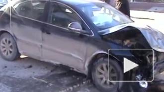 """""""Хонда"""" протаранила жилой дом на Кондратьевском проспекте"""