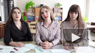 Видео: выпускницы облагородили школьный двор и выбрали будущую профессию