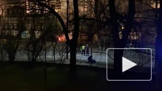 Иномарка загорелась после ДТП у школы в Пушкине