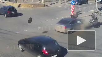 На Обводном канале BMW сбил мотоциклиста