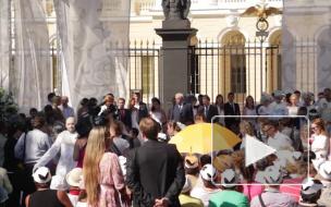 В Петербурге увеличивали людскую рождаемость при помощи белых голубей