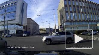 Выясняются обстоятельства ДТП, в котором женщина на джипе протаранила иномарку в районе площади Александра Невского
