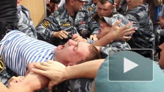 ВДВ, ЛГБТ и ОМОН устроили побоище на Дворцовой