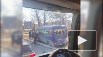 В Находке грузовик врезался в автобус, есть пострадавшие
