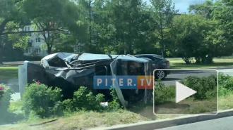 На Приморском шоссе автомобиль перевернулся и остался лежать на разделительной полосе