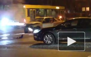 Страшное ДТП на Торжковской: джип отбросило на тротуар и врезало в стену