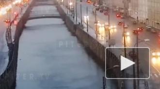 Спасатели вытащили тонущего человека из Обводного канала