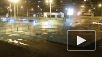 Две иномарки столкнулись на Серебристом бульваре