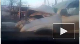 """Огромная пробка образовалась у гипермаркета """"Лента"""", в ДТП с внедорожником и автобусом погиб человек"""