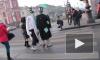 """Веселая """"банда"""" клоунов оккупировала троллейбусы на Невском проспекте"""