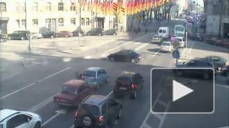 До свидания, бампер! ДТП на Австрийской площади