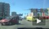 Женщина на Peugeot собрала пробку, протаранив инкассаторскую машину