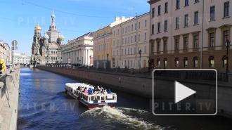 В акваториях Петербурга появились прогулочные катера