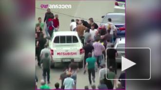 В Дманиси митингующие прорвали полицейский кордон