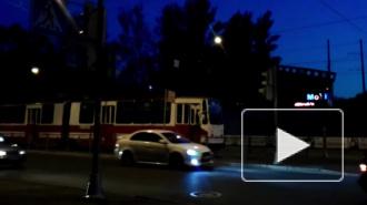 """Сошедший с рельсов трамвай у метро """"Новочеркасская"""" устроил пробки"""