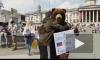 """Доброе видео из Лондона: """"Русский медведь"""" обнимал прохожих"""