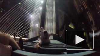 Руфер в костюме зайца забрался на Большой Обуховский мост