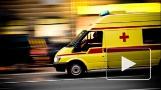 ДТП в Санкт-Петербурге: в аварии легковушки и фуры на КАД погиб человек, на Чугунной сбили петербуржца