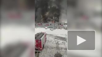 На складе в Омске произошел пожар на площади 4,5 тыс. кв. м