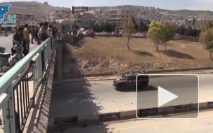 Российский конвой в Сирии забросали большими камнями с моста