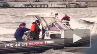 Пограничники спасли трех пассажиров перевернувшейся лодки в Нарвском водохранилище