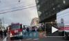 В центре Петербурга красная иномарка влетела в строительные леса: есть пострадавшие