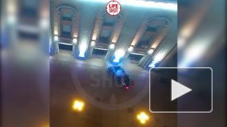 Автомобиль врезался в Театр имени Вахтангова