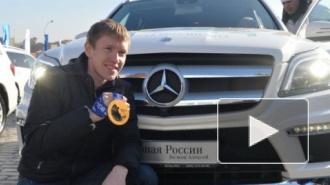 Медведев вручил олимпийцам ключи от внедорожников (фото)