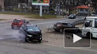 В утреннем ДТП в Пушкине пострадал один человек: видео