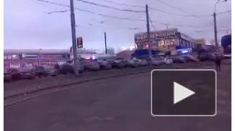 Девушку госпитализировали после столкновения двух маршруток на Торфяной дороге