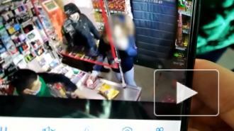 В Купчино мужчина ударил 13-летнюю девочку за громкий смех в магазине