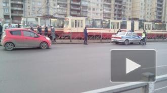 На углу проспекта Большевиков и улицы Коллонтай машина сбила человека, его увезли на скорой